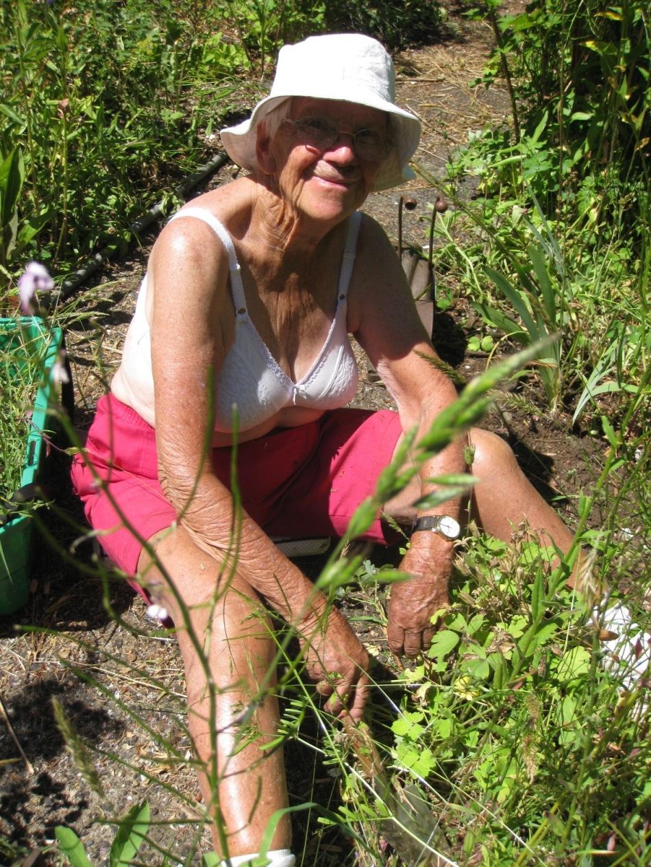 Mum Weeding